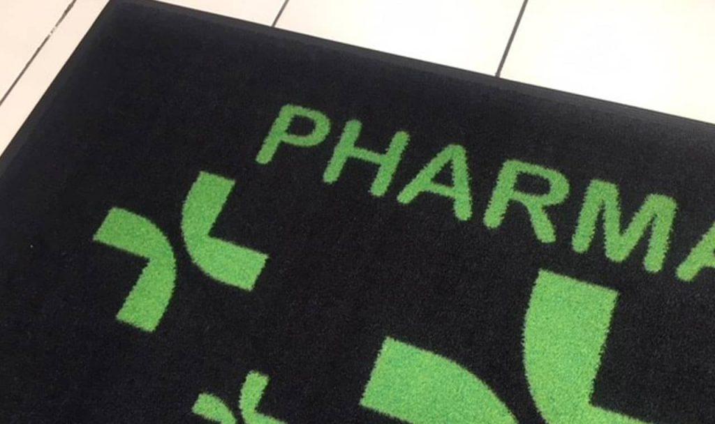 Photo d'une moquette imprimée pharmacie